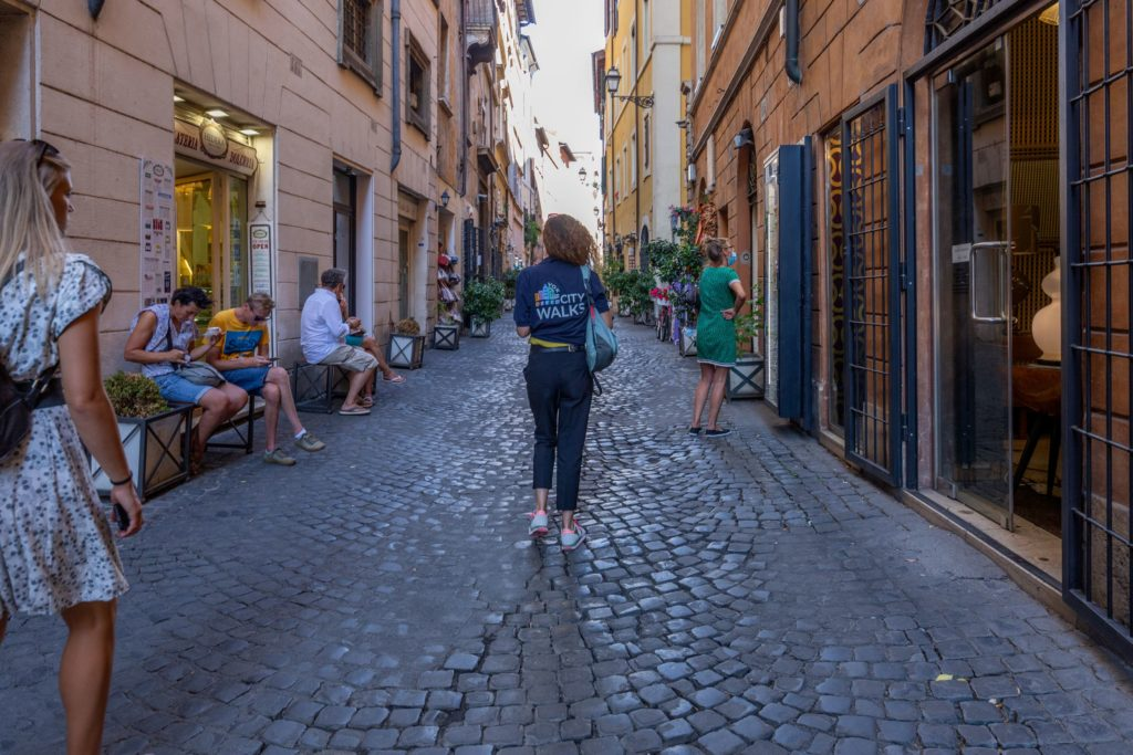 Guided tour in the back streets of Rome